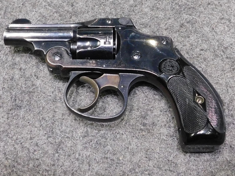 revolver Smith & Wesson Safety Hammerless calibro 32 S&W
